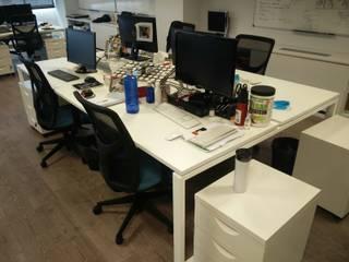 Barcelona – Oficinas Plesk by AC2 bcn Estudios y despachos de estilo moderno de ac2bcn Moderno