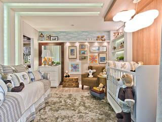 Suíte do Bebê - Casa Cor PR: Quarto infantil  por KIDS Arquitetura para pequenos