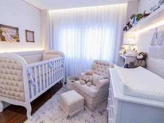 Quarto de bebê menino Quarto infantil clássico por KIDS Arquitetura para pequenos Clássico