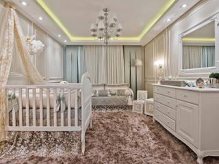 Quarto de bebê menina clássico Quarto infantil clássico por KIDS Arquitetura para pequenos Clássico
