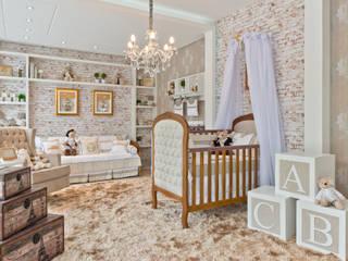 Quarto de bebê clássico e rústico: Quarto infantil  por KIDS Arquitetura para pequenos