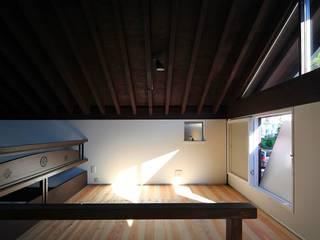 鎌倉十二所A邸: 株式会社 鎌倉設計工房が手掛けた書斎です。