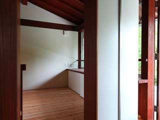 横浜市保土ヶ谷Ka邸: 株式会社 鎌倉設計工房が手掛けた廊下 & 玄関です。