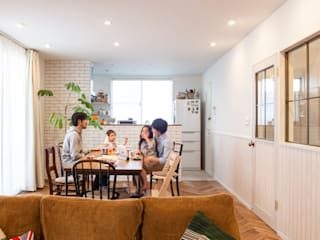 Ruang Makan oleh 株式会社ブルースタジオ