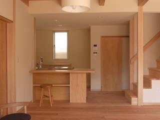 吉野の山守さんとつながる家 モダンな キッチン の FRONTdesign モダン