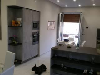 現代廚房設計點子、靈感&圖片 根據 Studio di Progettazione e Design 'ARCHITÈ' 現代風
