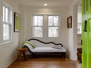 Minimalist corridor, hallway & stairs by BOWA - Design Build Experts Minimalist