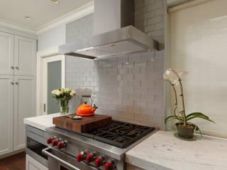 Minimalist kitchen by BOWA - Design Build Experts Minimalist