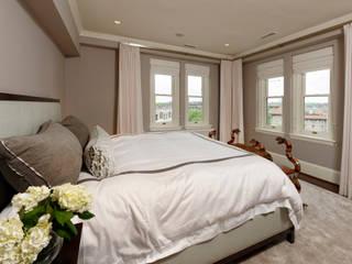 Camera da letto minimalista di BOWA - Design Build Experts Minimalista