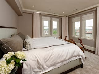 Minimalist bedroom by BOWA - Design Build Experts Minimalist
