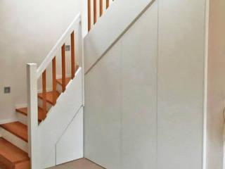 Modern corridor, hallway & stairs by Schreinerei & Innenausbau Fuchslocher Modern