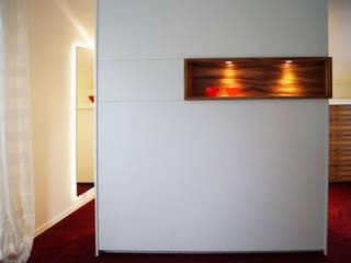 Schreinerei & Innenausbau Fuchslocher Гардеробная в стиле модерн