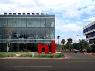 NIU Furniture Gallery: Oficinas y tiendas de estilo  por HEROICA