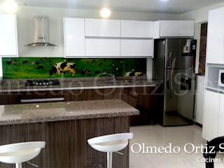 Cocinas Integrales Olmedo Ortiz Sierra Modern style kitchen Wood Multicolored