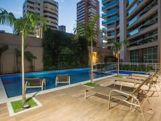 Edifício Lazúli Meireles Residence : Piscinas  por OIKE Arquitetos,Moderno