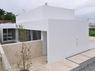 門一級建築士事務所: modern tarz Evler