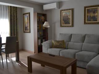 Salon comedor con dobles cortinas en plata y ocre Salones de estilo moderno de Villalba Interiorismo Moderno