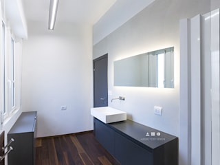 Bathroom Renovation: Bagno in stile  di ALESSIO TOSTI DESIGN