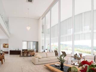 Residência Condomínio Fazenda SerrAzul Casas modernas por Araujo Moraes Engenharia Arquitetura Moderno