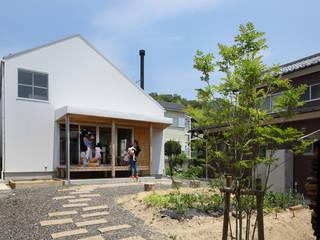 田中町の家 / House in tanaka-cyo アトリエセッテン一級建築士事務所 オリジナルな 庭 金属 白色
