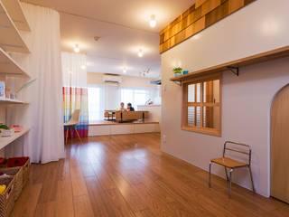 北花田の家 / House in kitahanada アトリエセッテン一級建築士事務所 オリジナルデザインの リビング 無垢材 白色