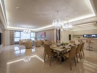 Salle à manger de style  par 汎羽空間設計,