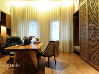 Oficinas de estilo tropical de Kamala Interior Tropical