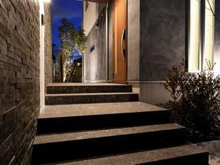 眺望を愉しむキューブな家 モダンな 家 の ナイトウタカシ建築設計事務所 モダン
