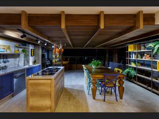 Receber em alto estilo: Cozinhas  por Montenegro Arquitetura