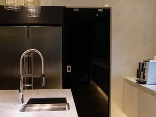 華美沉靜,原來廚房也能這麼美 新竹施公館案例 (現代廚房/開放式廚房 格蘭登新竹門市) 格蘭登廚具 台北 廚房收納櫃與書櫃 Black