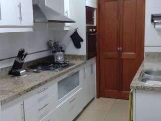 Remodelación Cocina y Cuarto Servicio:  de estilo  por Alicia Ibáñez Interior Design