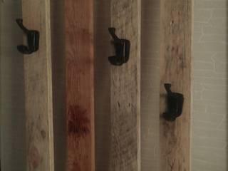 Porte peignoirs avant installation:  de style tropical par amour de palette création, Tropical Bois Effet bois