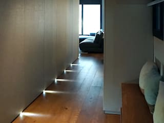 Modern corridor, hallway & stairs by RIBA MASSANELL S.L. Modern