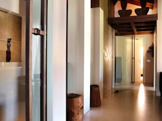 Modern Corridor, Hallway and Staircase by Daniele Franzoni Interior Designer - Architetto d'Interni Modern