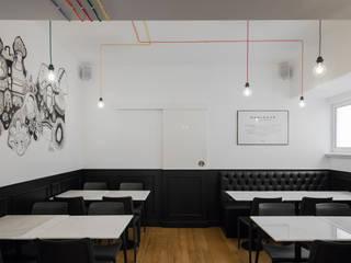 Sala Mundo: Espaços de restauração  por FMO ARCHITECTURE,Minimalista