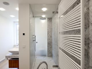 Oldtimer mit Elbblick: moderne Badezimmer von SNAP Stoeppler Nachtwey Architekten BDA Stadtplaner PartGmbB