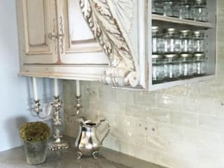 Kitchen Counters: classic Kitchen by Kellie Burke Interiors