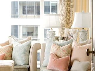 Living Room: classic Living room by Kellie Burke Interiors