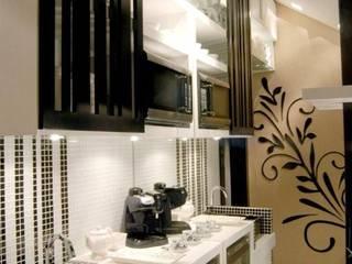 Cozinha compacta | Copa:   por Daniela Sumida Arquitetura