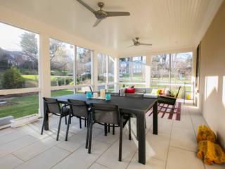 FORMA Design Inc. Modern style balcony, porch & terrace