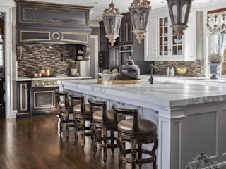 by Kellie Burke Interiors Класичний