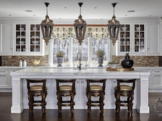 Kitchen Island: classic Kitchen by Kellie Burke Interiors