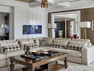 Family Room: classic Living room by Kellie Burke Interiors