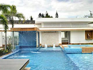 PISCINA CASA BLANCA: Piscinas de estilo  por ION arquitectura SAS