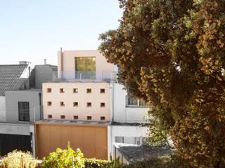 Casa Peres de Sousa - Porto: Casas unifamilares  por Francisco Barata Fernandes, Arquitectos