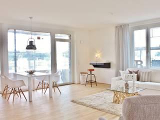 Musterwohnung Bremen Überseestadt Nicole Schütz Home Staging ArbeitszimmerSchreibtische Weiß