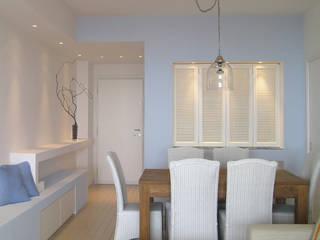 Appartamento al mare Sala da pranzo in stile mediterraneo di Filippo Coltro architetto Mediterraneo