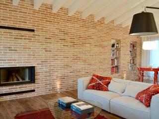 Appartamento in campagna Soggiorno moderno di Filippo Coltro architetto Moderno