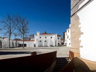 Pátio de São Miguel - Évora:   por Francisco Barata Fernandes, Arquitectos