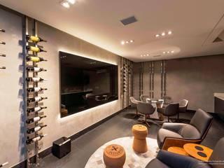 Residência Prado: Adegas  por Padovani Arquitetos + Associados,Minimalista